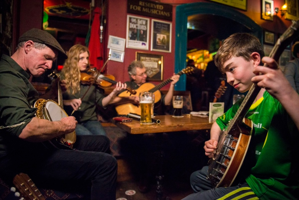 Pub culture experience in Irish pubs